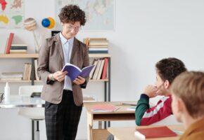 Уроки английского - репититор или школа
